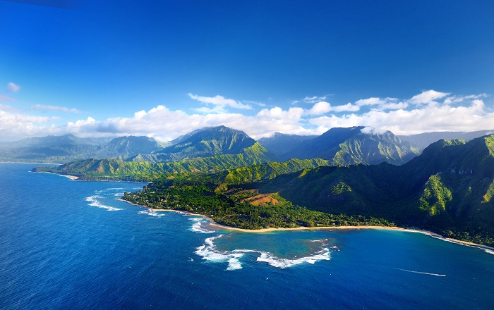 6 bai bien hut khach o Hawaii trong mua he 1