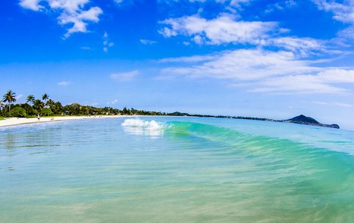 6 bai bien hut khach o Hawaii trong mua he 2