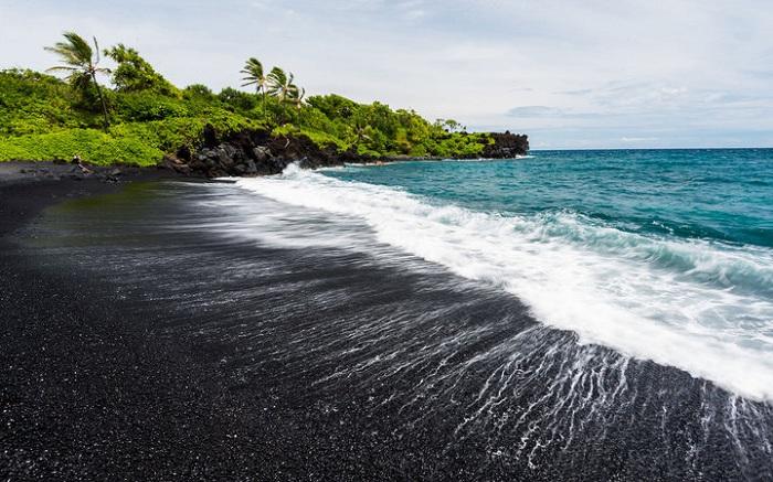 6 bai bien hut khach o Hawaii trong mua he 5